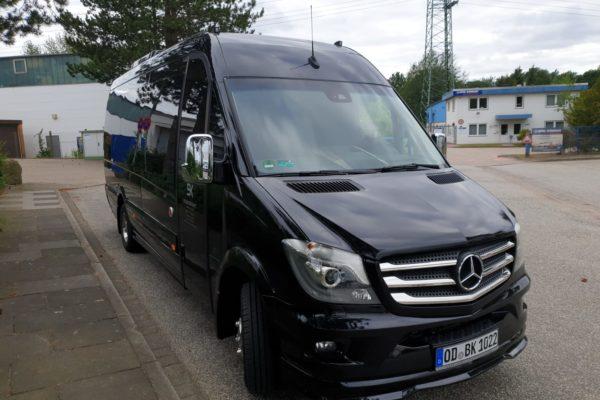Mercedes Sprinter Frontansicht Buskontakt